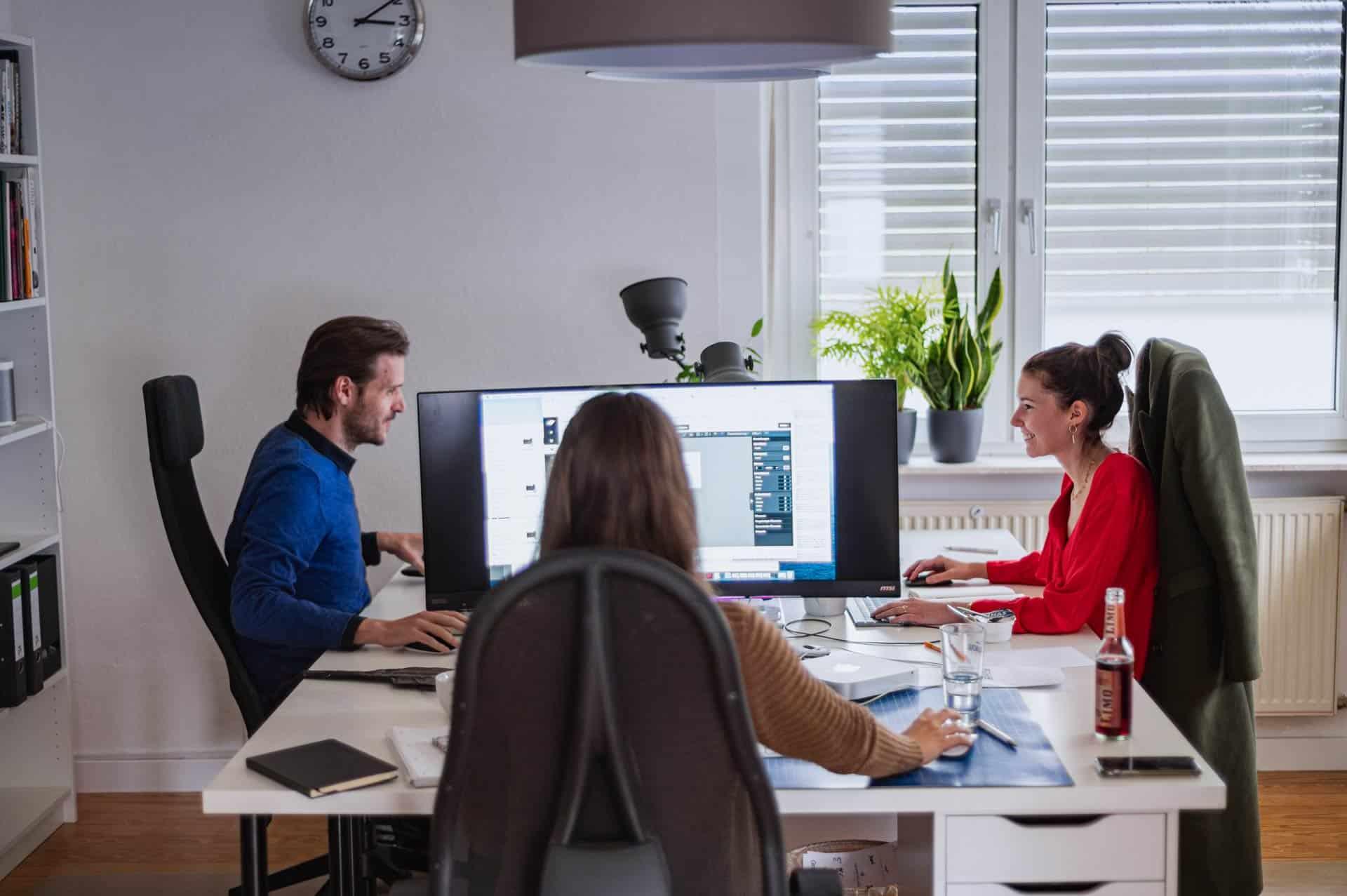 BOTSCHAFT.digital - Innenansicht Büro Mitarbeiter